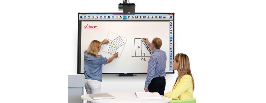 Vergaderen met touchscreen monitor